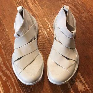 Adidas tan sneakers
